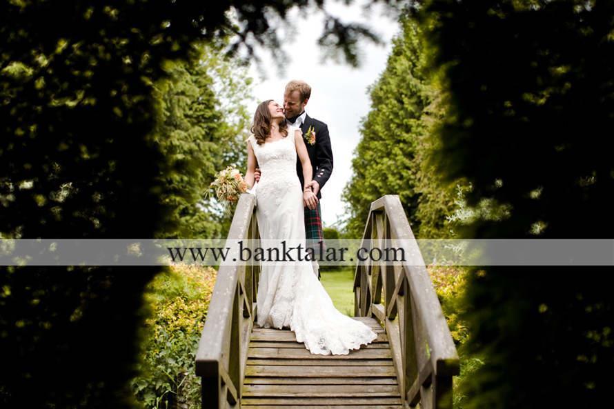 ژست های خاص و جذاب مخصوص عکس های عروسی و نامزدی _سری سوم**banktalar.com