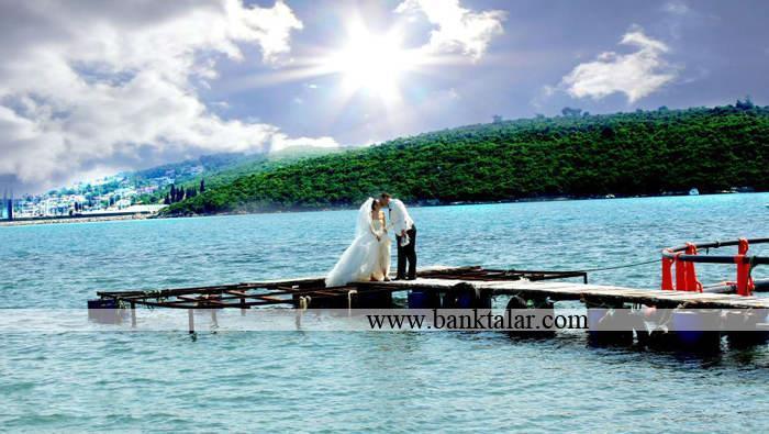 متفاوت ترین مدل های ژست عکس عروس و داماد **banktalar.com
