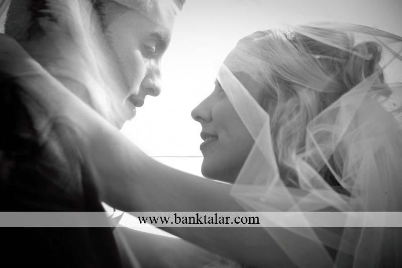 مدل ژست عکس عروس و داماد بسیار خاص**banktalar.com
