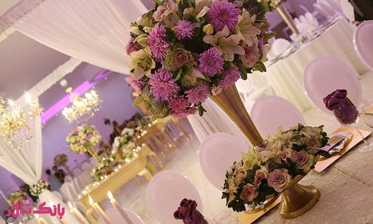 استفاده از گل های خاص برای دیزاین میز پذیرایی میهمان ها
