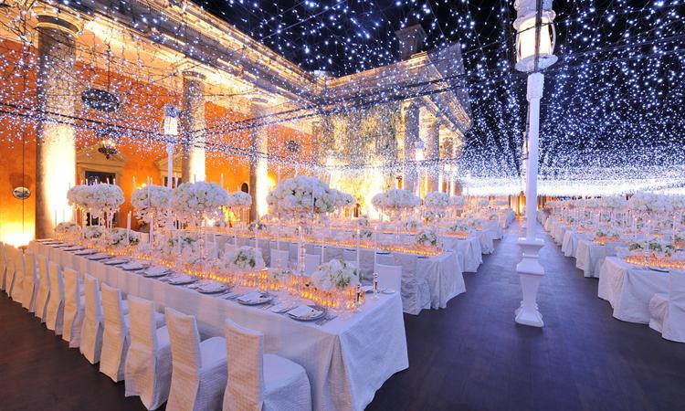 طراحی و نورپردازی مناسب برای تالار