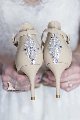 تزیین کفش عروس با مروارید و نگین